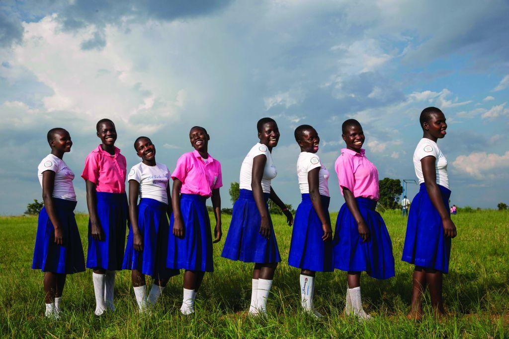 Le soutien apporté par l'AJWS (American Jewish World Service) permet à ces jeunes ougandaises de rester à l'école et d'apprendre tout ce qui est nécessaire concernant leur santé et leurs droits (Crédit :Jonathan Torgovnik)