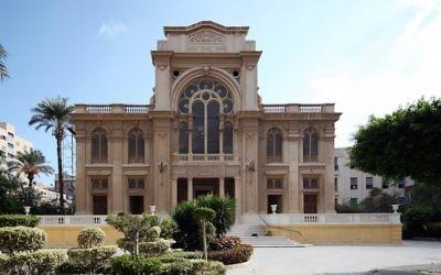 La synagogue Eliyahu HaNavi d'Alexandrie, en Egypte, en 2012. (Crédit : Roland Unger/Wikimedia Commons via JTA)