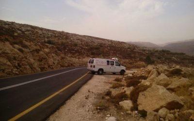 Une ambulance de Magen David Adom sur une route de Cisjordanie, en octobre 2015. Illustration. (Crédit : Magen David Adom)