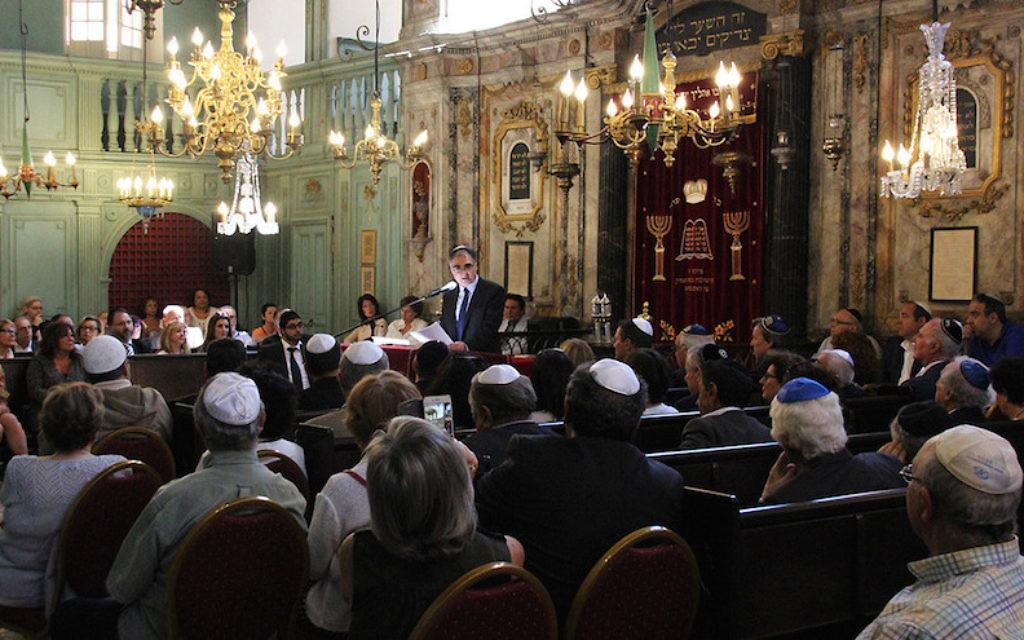 Meyer Benzecrit, président de la communauté juive de Carpentras, dans la synagogue de la ville, le 28 mai 2017. (Crédit : ville de Carpentras/via JTA)
