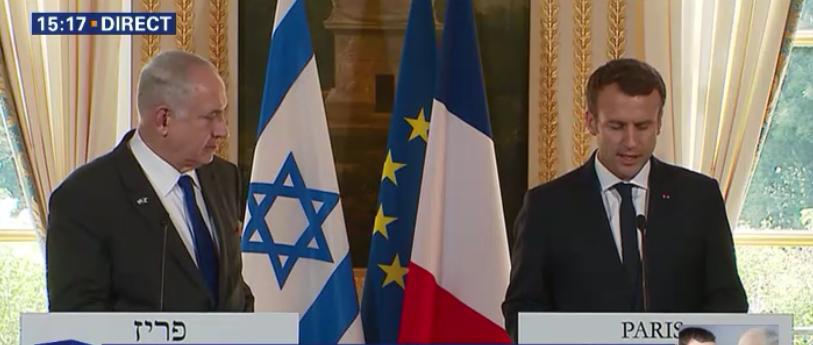 Benjamin Netanyahu et Emmanuel Macron, le 16 juillet 2017, à l'Élysée (Crédit : capture d'écran BFMTV)