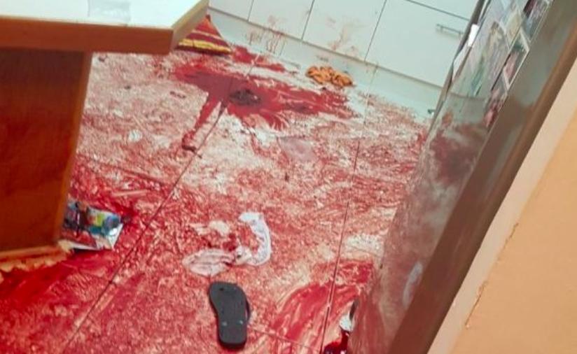 Une photo de la cuisine du domicile où a été perpétré une sanglante attaque au couteau faisant 3 morts, le 21 juillet 2017, à Halamish (Crédit : armée israélienne)