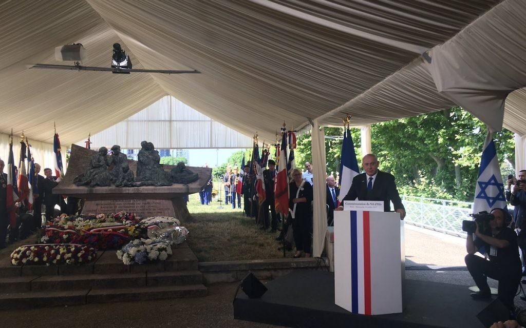 Le Premier ministre Benjamin Netanyahu pendant la cérémonie de commémoration du 75e anniversaire de la rafle du Vél' d'Hiv', à Paris, le 16 juillet 2017. (Crédit : Twitter/Le CRIF)