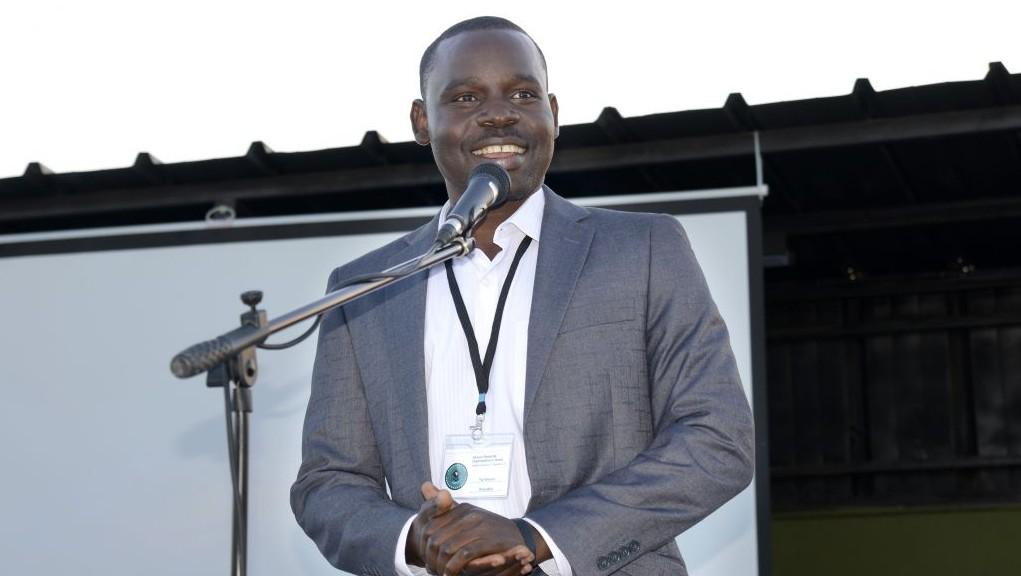 Taj Haroun, 29, le chef de l'Organisation des étudiants africains, parle des deux diplômes qu'il a obtenus au lancement de son association à Tel Aviv le 21 juin 2017 (Autorisation : Eli Tesma)