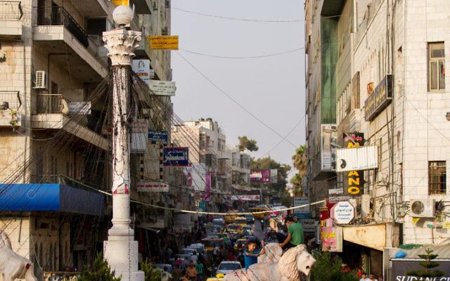 La place de l'horloge du centre de Ramallah, en août 2015. (Crédit : Micah Bond/Flash90)