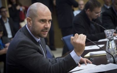 Amir Ohana, député du Likud, à la Knesset, le 28 décembre 2016. (Crédit : Miriam Alster/Flash90)