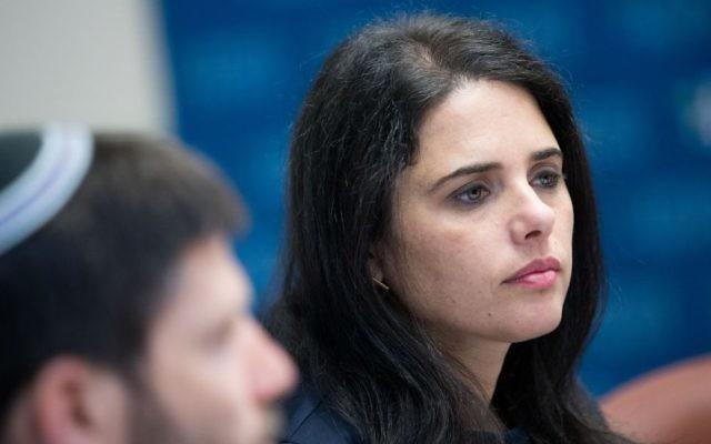 La ministre de la Justice, Ayelet Shaked, participant à une réunion de faction de son parti HaByit HaYehudi à la Knesset, le 10 juillet 2017 (Crédit : Yonatan Sindel / Flash90)
