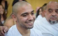 Elor Azaria, condamné pour homicide involontaire pour avoir abattu un attaquant palestinien neutralisé en mars 2016, devant le tribunal militaire de la Kirya à Tel Aviv, le 30 juillet 2017. (Crédit : Avshalom Sasoni)
