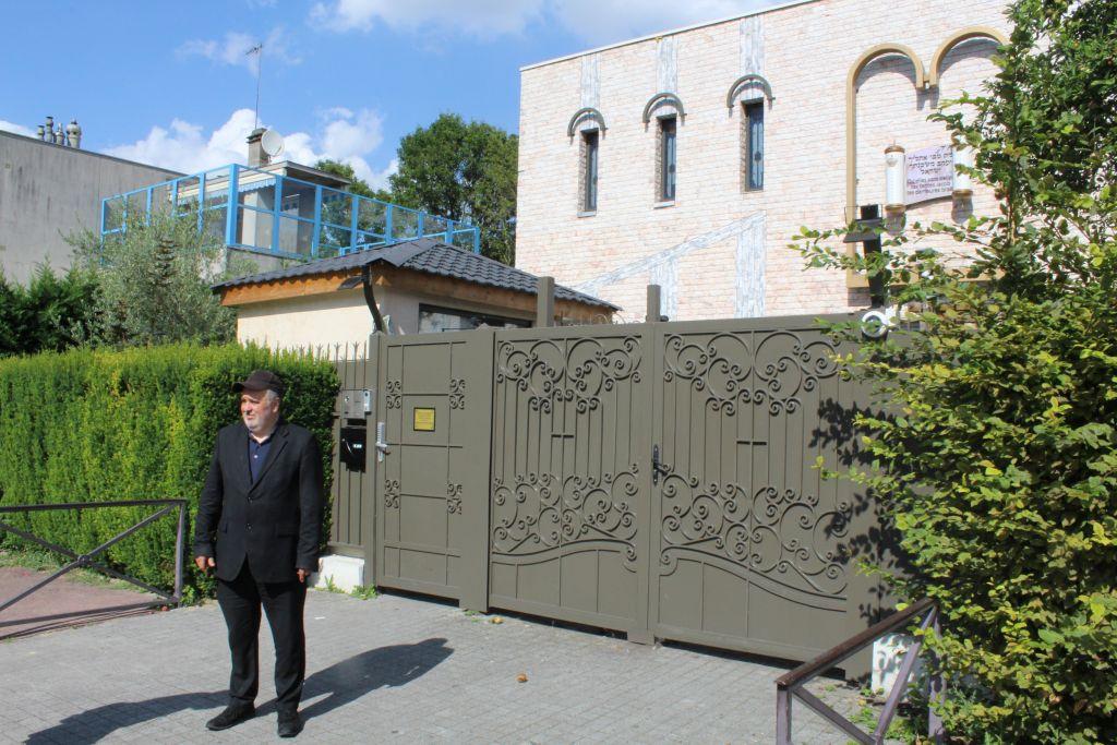 William Atal, frère de Sarah Halimi qui a été tuée en avril lors d'une attaque apparemment antisémite aux abords de la synagogue centrale dans la banlieue de Créteil, près de Paris, le 17 juin 2017 (Crédit : Raoul Wootliff/Times of Israel)