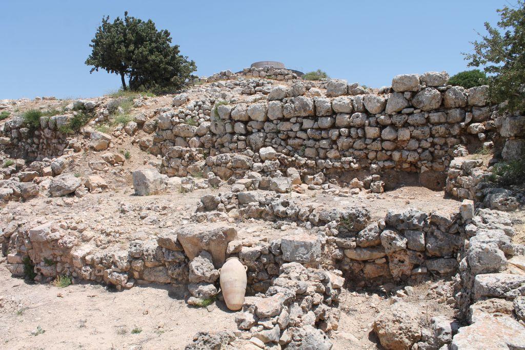 Les réserves datant de l'époque canaéenne à Shiloh découverte par Israel Finkelstein dans les années 1980 (Crédit : Amanda Borschel-Dan / Times of Israel)