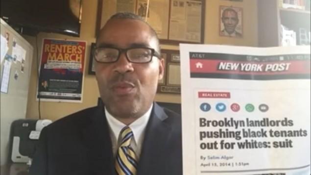 """Thomas Lopez-Pierre, candidat au conseil de l'Upper Manhattan, New York, dénonce les """"propriétaires juifs cupides"""" le 29 mars 2017 (Capture d'écran : Youtube"""