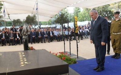Benjamin Netanyahu à la cérémonie d'hommage en l'honneur de Zeev Jabotinsky, le 23 juillet 2017 (Crédit : GPO)