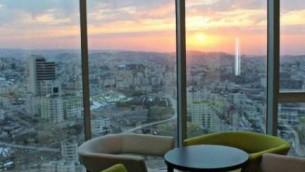 Vue depuis l'hôtel Plazza Palestine de Ramallah. (Crédit : HotelsCombined.com)