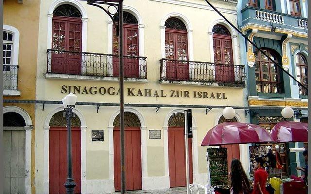 La synagogue de Kahal Zur Israel, à Recife, au Brésil. (Crédit : Ricardo André Frantz/CC BY-SA 3.0)