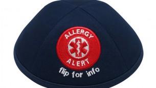 """La Kippa """"alerte allergie"""" présenter des lignes, à l'intérieur, où peuvent être détaillées les allergies de l'enfant (Crédit : iKippah)"""