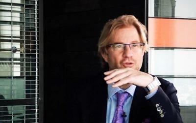 Andres Roemer, ancien ambassadeur du Mexique auprès de l'UNESCO. (Crédit : capture d'écran YouTube)