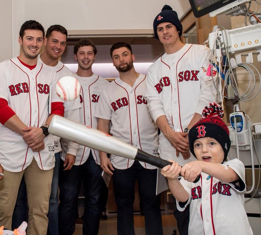 Ari Schultz avec les Red Sox de Boston. La photo a été partagée sur Twitter par l'équipe de baseball après le décès de l'enfant de ans., le 21 juillet 2017. (Autorisation)