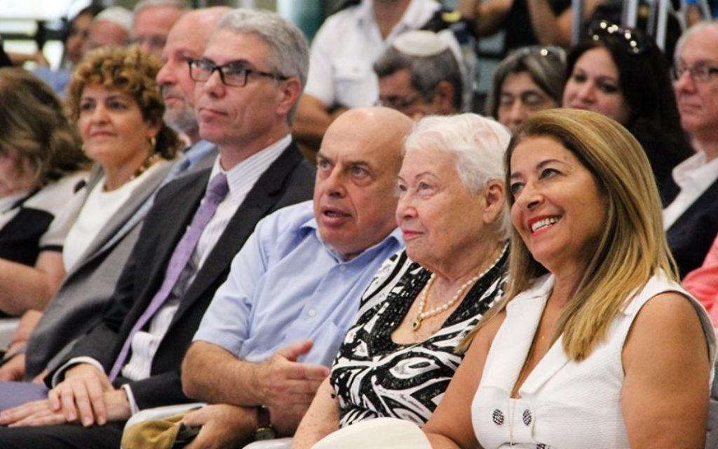 Froma Galant avec Natan Sharansky au mémorial de l'Exodus, 18 juillet 2017 (Crédit : Times of Israel / Laura Ben-David)