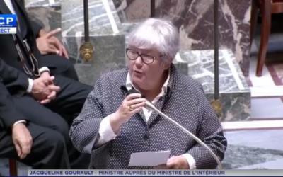 Jacqueline Gourault, ministre auprès du ministre de l'Intérieur, le 26 juillet 2017 à l'Assemblée nationale, répondant au député Meyer Habib (Crédit: capture d'écran Twitter/LCP)