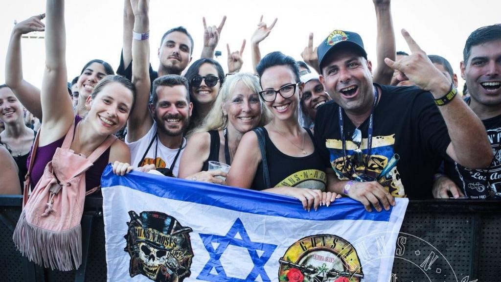 Plus de 62 000 fans ont assisté au concert des Guns N' Roses à Tel Aviv, le 15 juillet 2017. (Crédit : Twitter/Guns N' Roses)