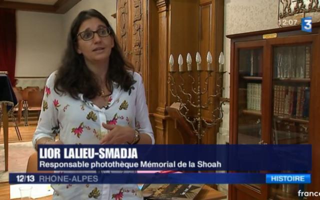 Lior Lalieu-Smadja, responsable de la photothèque du Mémorial de la Shoah, venue avec son équipe à Roanne pour scanner les dizaines de documents,traces de la vie de familles juives ayant transité par la région dans les années 40 (Crédit: capture d'écran/France 3)