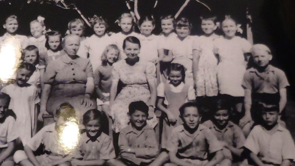 Une photo des enfants polonais dans la petite Pologne, dans leur camp indien (Crédit : 'Little Poland in India')