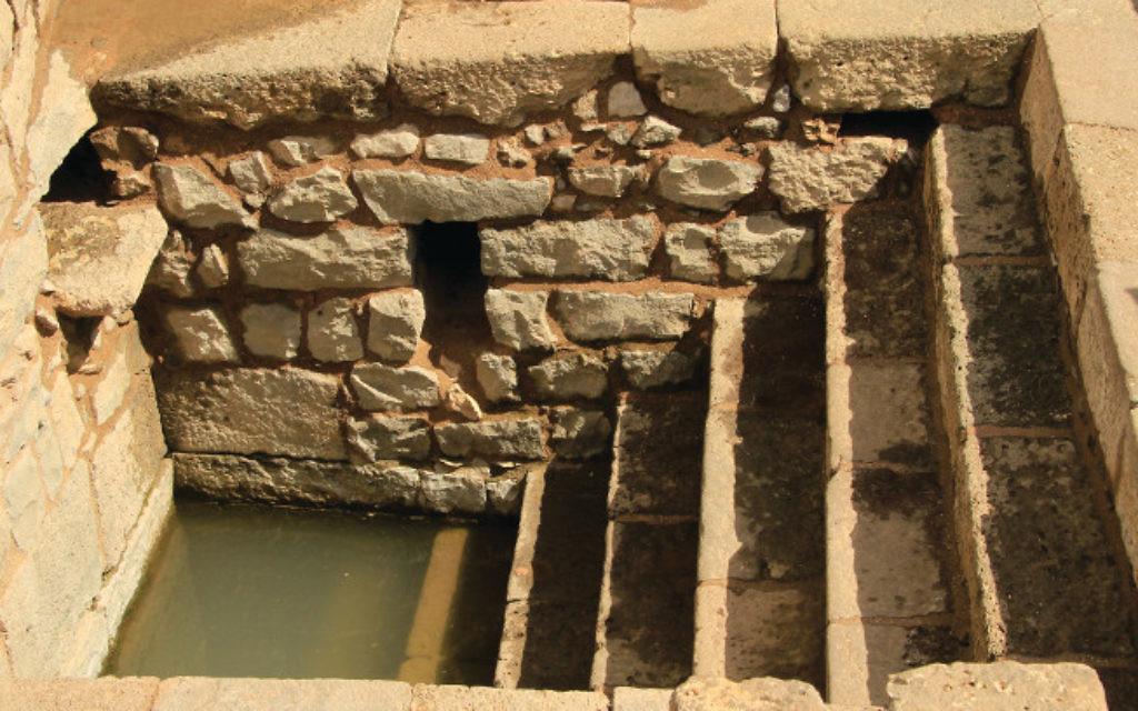 L'un des quatre bains rituels retrouvés au site archéologique de Magdala, en Galilée, qui sont les plus anciens jamais connus dans le pays et qui étaient remplis d'eaux souterraines (Crédit : Autorisation)