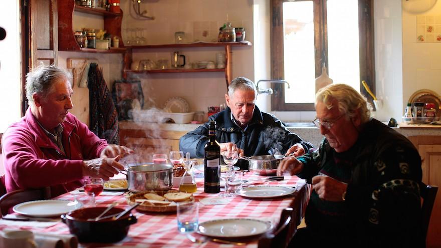 Les frères ont utilisé la nourriture italienne locale comme carburant dans leur recherche (Crédit : Tamar Tal Anati via JTA)