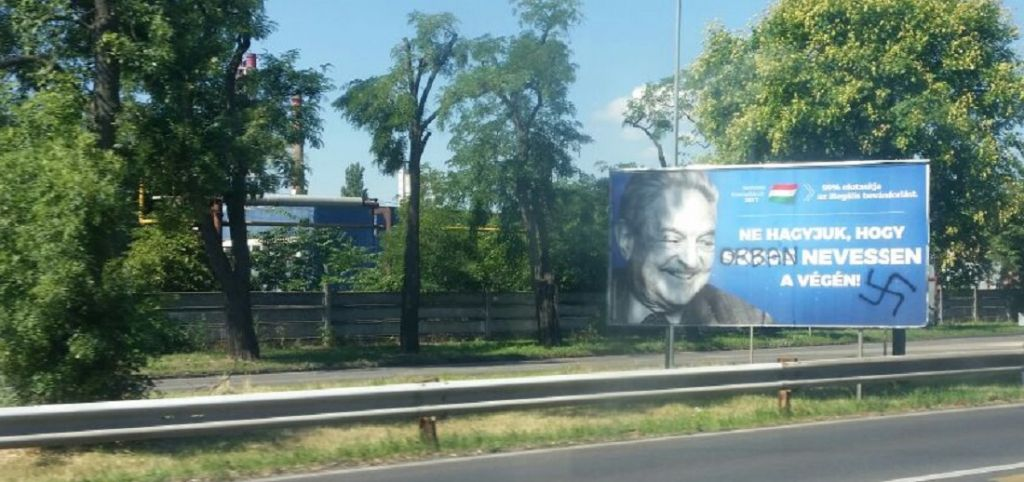Une affiche anti-Soros avec une croix gammée, et le nom de Soros remplacé par celui de Viktor Orban, à Budapest, le 17 juillet 2017. (Crédit : Raphael Ahren/Times of Israël)