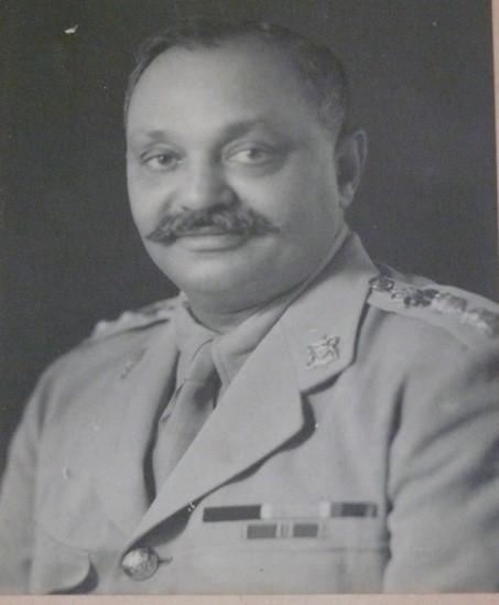 Le maharadjah Digvijaysinhji Ranjitsinhji Jadeja, connu également sous le nom de 'Jam Sahib,' qui a aidé à accueillir environ 1000 enfants polonais - juifs et catholiques - durant la Deuxième guerre mondiale. ('Little Poland in India')