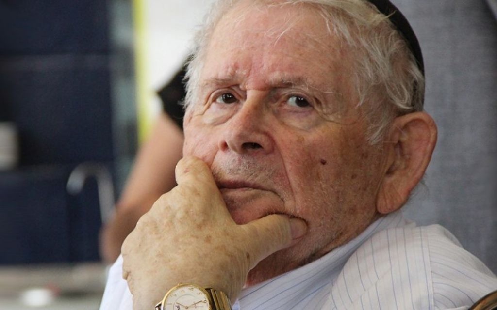 Un survivant au mémorial d'Exodus au port de Haifa, le 18 juillet 2017 (Crédit : Laura Ben-David)