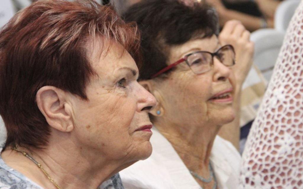 Des survivants au mémorial d'Exodus au port de Haifa, le 18 juillet 2017 (Crédit : Laura Ben-David)
