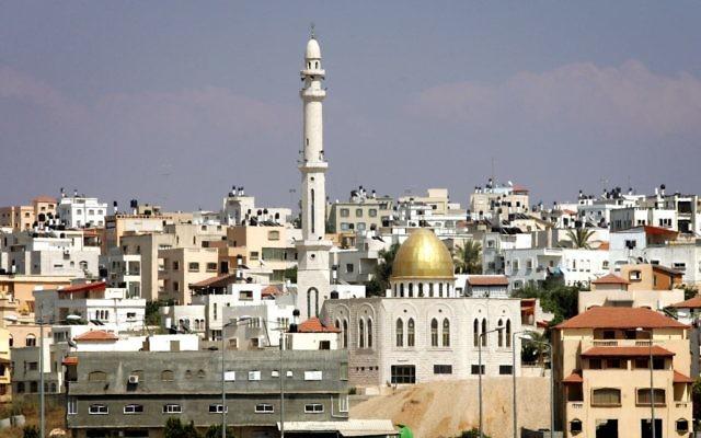 La ville de Tayibe, dans le centre d'Israël. (Crédit : Moshe Shai/Flash90)
