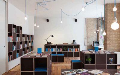 La librairie Topics à Berlin. (Crédit : Topics via JTA)