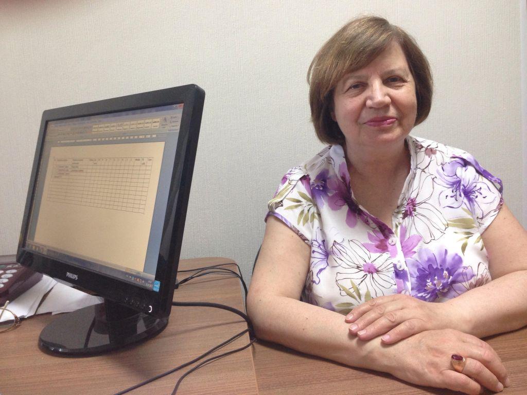 Tatiana Zagorcea et son époux Iurii se consacrent à la préservation de la mémoire des Moldaves morts durant l'Holocauste (Crédit : Julie Masis/Times of Israel)