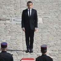 Hommage national à Simone Veil en présence du président français Emmanuel Macron, dans la cour des Invalides, à Paris, le 5 juillet 2017. (Crédit : Alain Jocard/AFP)