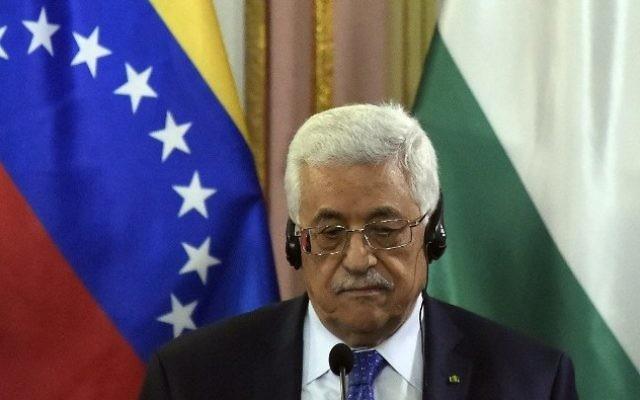 Le leader palestinien Mahmoud Abbas durant une rencontre avec le président du Venezuela Nicolas Maduro au Palais de Miraflores à Caracas le 16 mai 2014 (Crédit : AFP/JUAN BARRETO)
