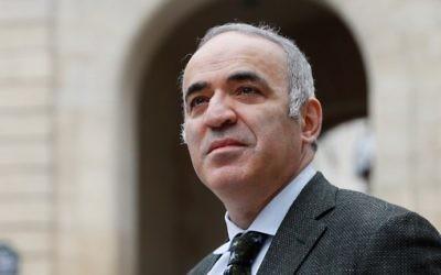 Garry Kasparov, ancien champion du monde d'échecs, à Paris, le 24 mars 2017. (Crédit : Thomas Samson/AFP)