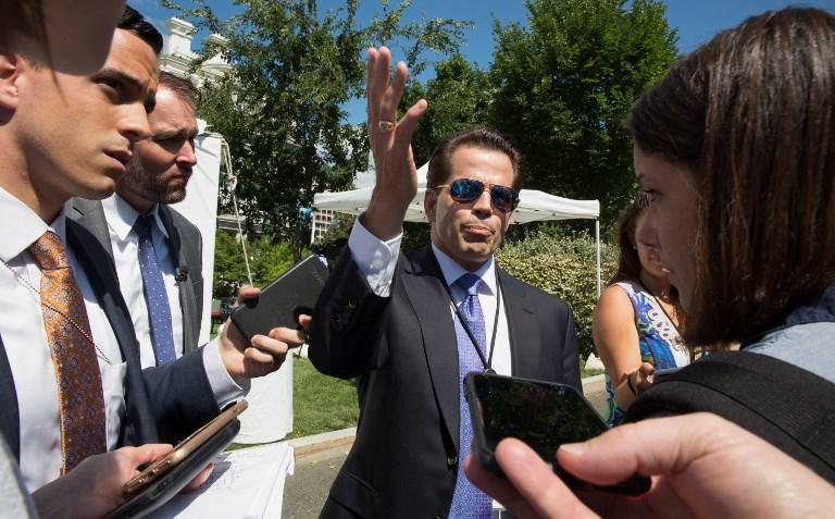 Le directeur de la communication de la Maison Blanche, Anthony Scaramucci, s'adressant aux médias à l'extérieur de la Maison Blanche à Washington, Etats-Unis, le 25 juillet 2017 (Crédit : AFP / TASOS KATOPODIS)