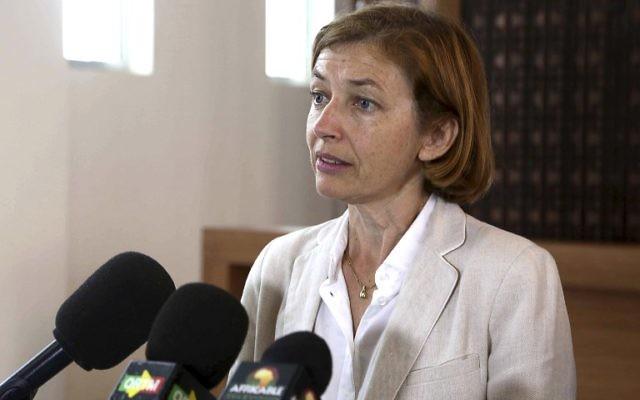 Florence Parly, ministre française des Armées, en conférence de presse à Bamako, au Mali, le 1er août 2017. (Crédit : Souleymane Ag Anara/AFP)
