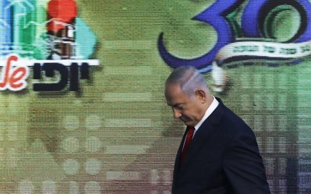 Le Premier ministre Benjamin Netanyahu  lors d'une cérémonie d'inauguration d'un nouveau quartier de l'implantation de Beitar Illit, le 3 août 2017   (Crédit : Menahem Kahana/AFP)