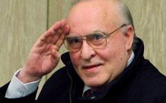 Ernst Zuendel en 2006 durant son procès à Mannheim (Crédit : AFP / dpa / Boris Roessler / Germany OUT)