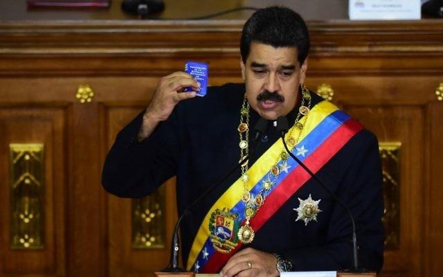 Le président vénézuélien Nicolas Maduro s'adresse à l'assemblée constitutionnelle qui a remplacé le Parlement et qui a la tâche de réécrire la constitution, à Caracas, le 10 août 2017 (Crédit : Ronaldo Schemidt/AFP Photo)