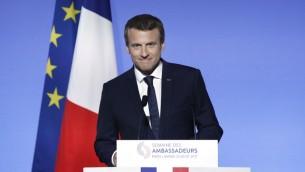 Le président français Emmanuel Macron pendant la conférence du corps diplomatique à l'Elysée, à Paris, le 29 août 2017. (Crédit : Yoan Valat/Pool/AFP)