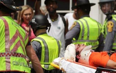 Secouristes sur les lieux d'une attaque à la voiture bélier contre des manifestants anti-racistes à Charlottesville, en Virginie, le 12 août 2017. (Crédit : Chip Somodevilla/Getty Images/AFP)
