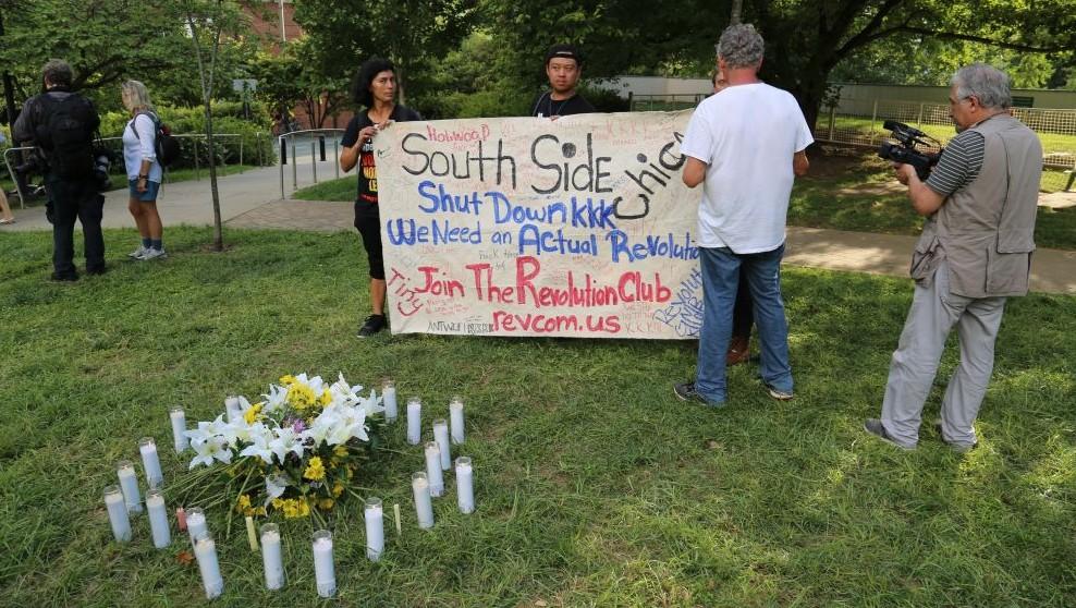 """Un mémorial au parc McGuffey Park pour la victime décédée lors d'une attaque à la voiture bélier au rassemblement """"Unir la droite"""" de Charlottesville, en Virginie, le 12 août 2017 (Crédit : Eric Cortellessa/Times of Israel)"""