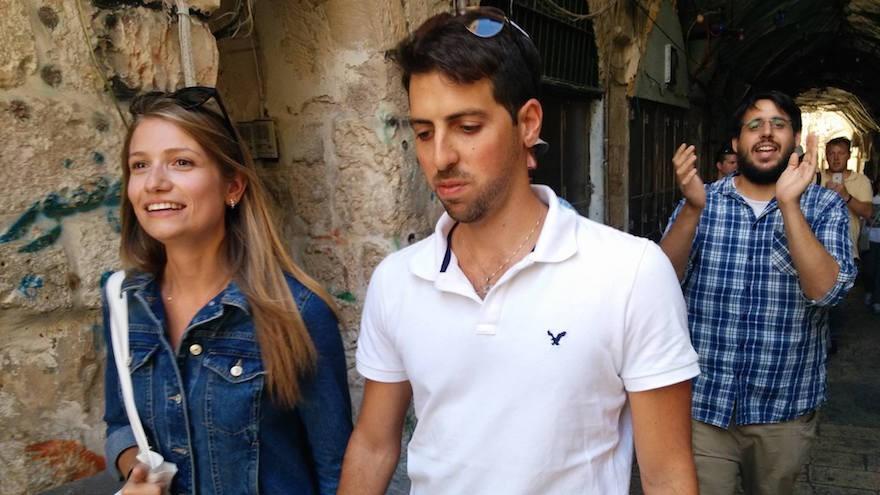 Sarah Lurcat et Tom Nisani se sont mariés sur le mont du Temple malgré des règles interdisant aux rituels juifs d'être menés sur le site sacré (Crédi : Facebook)
