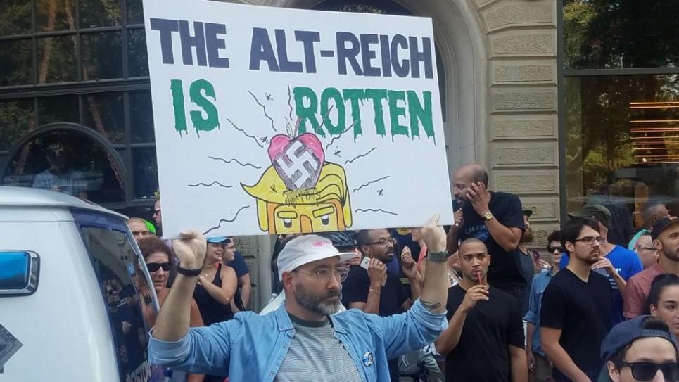 Manifestants lors des « contre-manifestations » sur Boston, le 19 août 2017 (Crédit : Matt Lebovic / The Times of Israel)