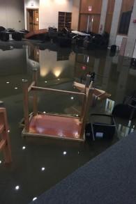 Une photo des inondations induites par la tempête tropicale Harvey qui ont dévasté la congrégation des synagogues orthodoxes unies à Houston (Autorisation /UOS)