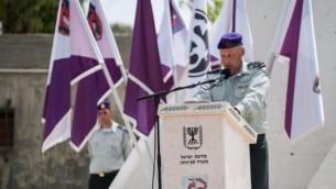 Le Colonel Yaron Finkleman, chef sortant de la Brigade Givati, s'exprime lors d'une cérémonie (Crédit : Armée israélienne)